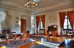 Pałac w Kraskowie zbudowany został przez grafa Davida Sigismunda von Zedlitz und Leipe; pierwotnie istniał tu zamek wodny, który uległ zniszczeniu podczas wojny trzydziestoletniej, mającej miejsce w l. 1618-1648; później na jego miejscu postawiono nowy pałac.  Uszkodzony podczas działań wojennych, pałac przez następne lata – we władaniu PRL – ulegał postępującej dewastacji. W 1992 r, wykupił go austriacki antykwariusz, który pałac odbudował i urządził w nim luksusowy hotel.