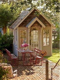 cool 39 Incredible Backyard Retreat Shed Makeover Design Ideas https://decorke.com/2018/05/25/39-incredible-backyard-retreat-shed-makeover-design-ideas/