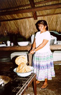 Frybrad Seminole cooking. The Seminole Tribe of Florida.