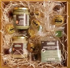 Taste the delicious Sicilian Gourmet products and cuddle yourself with a selection of our Tabarè delights!  The Gourmet Box is perfect as a Gift for your loved ones, your friends and relatives.  #pistachio #pistacchio #miele #honey # cookies #sicilian products #sicily #gourmet #biscuits #candies gift #box #giftbox #pastedimandorla
