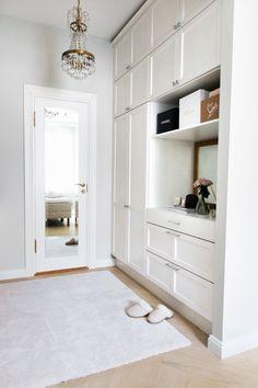 Walk-in-Closet Update - Alexa Dagmar Small Walk In Wardrobe, Wardrobe Closet, Closet Bedroom, Bedroom Decor, Single Apartment, Walking Closet, Home Organisation, Master Bedroom Design, New Home Designs
