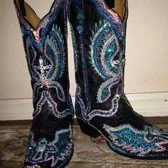 Wowza! Paradise Boutiqu bling swarovski cowgirl boots...a girl can ...