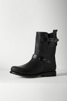 24 FASHION ESSENTIALS YOU'LL NEED IN 2015 24 [][] [][]  © Courtesy of designer  A Pair of Moto Boots >>> Motorcycle boots are definitely a wardrobe staple to invest in for the coming year. We love Chelsea boots, knee-highs, and booties, but there is nothing more seasonally transitional and sartorially diverse than a great pair of black leather moto boots. Moto boots, $595, rag-bone.com