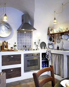 kitchen design ideas How to Build Kitchen Sink Storage Trays I want these in my kitchen! French Kitchen Decor, Modern Kitchen Design, Rustic Kitchen, Interior Design Kitchen, Country Kitchen, Interior Modern, Kitchen Designs, Kitchen Sink Storage, Italian Home