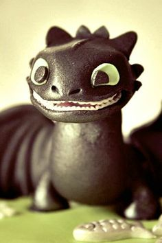 How to Train Your Dragon Cake - - Cakes by Mish - Toronto, Canada - -  www.facebook.com/cakesbymish