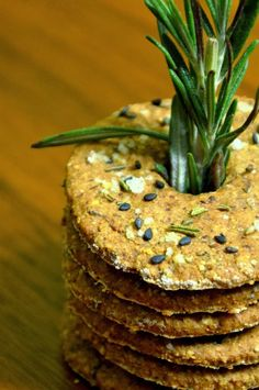 Knäckebrot Savoury Baking, Bread Baking, Vegan Snacks, Snack Recipes, Healthy Crackers, German Bread, Artisan Bread, Delicious Vegan Recipes, Diy Food
