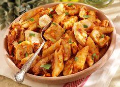 Penne all arrabbiata csirkemellel Recept képpel - Mindmegette. Penne, Kung Pao Chicken, Pasta Salad, Potato Salad, Shrimp, Potatoes, Vegetarian, Vegan, Ethnic Recipes