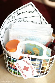Potty Training Survival Kit: Supplies - Simple DIY gift basket for a family member or friend who is starting the potty training process with their child Diy Gifts To Sell, Easy Diy Gifts, Cool Gifts, Colorful Christmas Tree, Christmas Themes, Christmas Photos, Diy Gift Baskets, Potty Training, Toddler Gifts