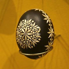 Easy and Creative Easter Egg Decorating Ideas - Page 23 of 54 , Easter Egg decorating; Easter Egg decorating for kids; easter egg hunt ideas for toddlers. Corn Dolly, Egg Shell Art, Easter Egg Pattern, Carved Eggs, Easter Egg Designs, Ukrainian Easter Eggs, Egg Crafts, Christmas Ornaments To Make, Egg Art