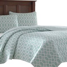 Catalina Trellis 3 Piece Quilt Set by Tommy Bahama Bedding includes quilt and two standard shams. Quilt is fully reversible creating two entirely different looks. Use on your bed as an additional layer Home Decor Bedding, Bedroom Decor, Master Bedroom, Master Suite, Daybed Sets, Aqua Bedding, King Size Quilt, Stylish Beds, Quilt Sets