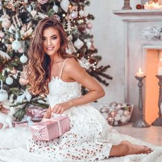 🎁 BUY 2, GET 2 FREE🎁 HOW? Add to Cart 4 Item & Pay Just For 2 (Automatic Discount - no code required) ❤ *ONLY FOR ETSY CUSTOMERS Bright and cozy winter presets that add just the right amount of pink tones to create a wonderland. Dark muted green tones, beautifully tanned skin color without Winter Instagram, Instagram Christmas, Cute Christmas Outfits, Christmas Photoshoot Ideas, Glam Photoshoot, Etsy Christmas, Winter Christmas, Xmas, Christmas Photography