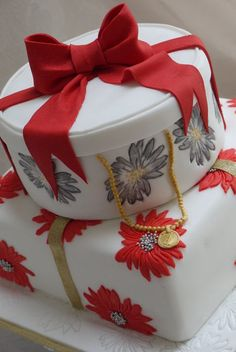 red and white floral gift box style Birthday Cake Beautiful Cakes, Amazing Cakes, Pretty Cakes, Elegant Cake Design, Gift Box Cakes, Teapot Cake, Special Birthday Cakes, Wedding Cake Red, Spring Cake