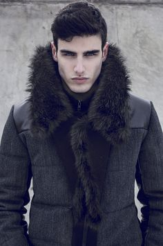 Gone were the days when men's least priority is to look good. Mens sweaters provide every men the luxury and opportunity to look great and be fashionable in t Herren Winter, Mens Winter, Mens Fall, Casual Winter, Herren Outfit, Mode Style, Men's Style, Classic Style, Mens Fashion