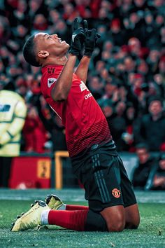 GW10: MUN 2-1 EVE Best Football Players, Football Is Life, Soccer Players, One Love Manchester United, Manchester United Players, Cristiano Ronaldo Celebration, Manchester City Wallpaper, Anthony Martial, Marcus Rashford
