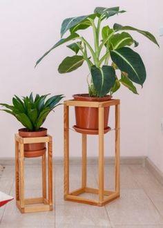 Indoor Plant Stand Ideas – Choosing Plant Stands For Indoor Use Modern Planters, Wood Planters, Hanging Planters, Succulent Planters, Diy Planter Stand, Garden Planter Boxes, Balcony Garden, Succulents Garden, Indoor Plants