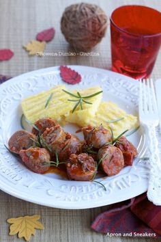 Apron and Sneakers - Cooking & Traveling in Italy: Sausages in Rosemary and Tomato Sauce with Grilled Polenta
