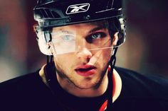 Bobby Ryan - please never ever get traded I love you and you look really good in black orange and gold omg please I love you aaah. Bobby Ryan, Ducks Hockey, Hockey Rules, Buffalo Sabres, Anaheim Ducks, Best Player, Hockey Players, Hot Boys, Best Games