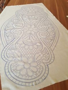 Embroidery Stitches, Embroidery Patterns, Romanian Lace, Bobbin Lace Patterns, Point Lace, Crochet Tablecloth, Embroidery Fashion, Border Design, Lace Making