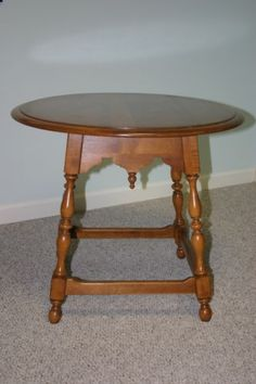 Ethan Allen Circa 1776 Style Lamp End Round Tavern Table Solid Maple