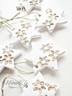 The post appeared first on Salzteig Rezepte. Salt Dough Christmas Ornaments, Christmas Craft Fair, Christmas Clay, Christmas Gift Decorations, Christmas Stars, Diy Christmas Gifts, Pinterest Christmas Crafts, Ideas, Holiday Decorating