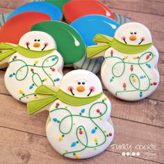 Snowman cookies by Jill FCS Snowman Cookies, Christmas Sugar Cookies, Christmas Sweets, Noel Christmas, Christmas Goodies, Holiday Cookies, Christmas Candy, Christmas Baking, Christmas Lights