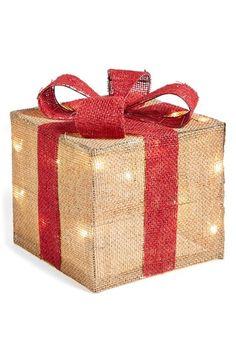 love this burlap gift box decoration