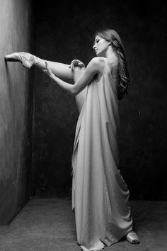 Ksenia Zhiganshina (Bolshoi Ballet) Photographed by Darian Volkova Ballet Poses, Dance Poses, Ballet Dancers, Ballerinas, Shall We Dance, Just Dance, Ballet Images, Bolshoi Ballet, Dance Movement
