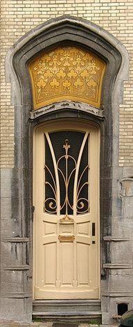 I love awesome doors! Art Nouveau Door at 9 rue Vilain XIIII, Brussel, Belgium Cool Doors, Unique Doors, Knobs And Knockers, Door Knobs, Entrance Doors, Doorway, Front Doors, Art Nouveau Brussels, Doors Galore