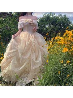 Fairytale Dress, Fairy Dress, Fairytale Fashion, Vestidos Vintage, Vintage Dresses, 1800s Dresses, Renaissance Dresses, Pretty Dresses, Beautiful Dresses
