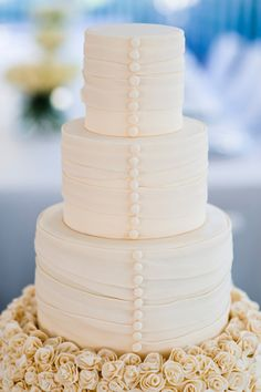 Button wedding cake: http://www.stylemepretty.com/little-black-book-blog/2012/01/21/watercolor-resort-wedding-from-diva-productions-paul-johnson-photography/ | Photography: Paul Johnson - http://pauljohnsonphoto.com/