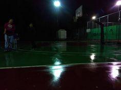 """Λένε όλοι """"basketball is my life"""" και τέτοια αλλά μόνο 4 μαγκες είδα σήμερα στη βροχή και το κρύο...."""