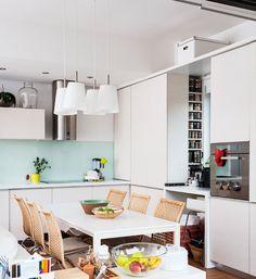 Un apartament cochet și luminos din București. Sau cum să trăiești armonios într un spațiu mic.