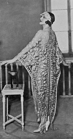 1923, Dress by Molyneux Spectacular moth-dress or bat-wing lace caftan with slip dress underneath...thrilling!!