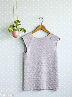 Neulo suloinen pitsitoppi puuvillalangasta | Kotivinkki Diy Clothing, Knitting, Clothes, Tops, Women, Fashion, Outfits, Moda, Clothing