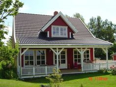 homify / Akost GmbH Ihr Traumhaus aus Norwegen: Haustyp Arne 100 mit Amerikanischer Terrasse : Skandinavische Häuser von Akost GmbH 'Ihr Traumhaus aus Norwegen'