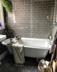 Decorate the bathroom in gray! - ideas for bathroom tiles, furniture and Co. - light gray bathtub design home accessories up trends - Bathroom Spa, Family Bathroom, Bathroom Interior, Modern Bathroom, Master Bathroom, Bathroom Remodeling, Bathroom Ideas, Parisian Bathroom, Bathroom Grey