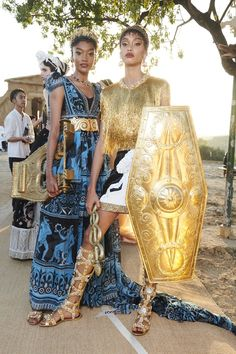 Dolce & Gabbana Stage an Epic Alta Moda Show in Sicily¡¯s Valley of the Temples - Vogue Dolce & Gabbana, High Fashion, Fashion Show, Fashion Design, Fashion Spring, Couture Fashion, Fashion Brands, Casual Summer Dresses, Dresses For Work