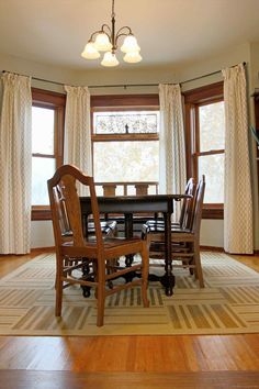 Most Design Ideas 100 Dining Room Lighting Ideas Pictures, And Inspiration – Modern House Dining Table Rug, Area Rug Dining Room, Dining Room Sets, Dining Room Design, Rugs In Living Room, Room Rugs, Living Spaces, Shabby Chic Dining Room, Farmhouse Living Room Furniture