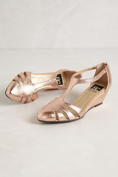 Oria Wedges in Rose Gold! These are so cute!!