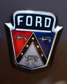 Logo from a 1951 Ford Crestliner & Chromeography - photos of emblems badges logos on cars u0026 other ... markmcfarlin.com
