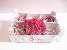 Cajas de fresas decoradas para organizar tu despacho #Manualidades Palette, Decoupage, Decorative Boxes, Container, Rose, Diy, Home Decor, Google, Craft