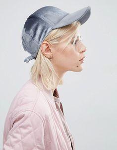 Pin for Later: 54 Façons D'ajouter du Velours Dans Votre Garde Robe  Asos Casquette de baseball en velours - Bleu (13€)