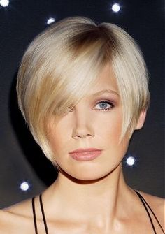 66 Chic Short Bob Hairstyles & Haircuts for Women in 2019 - Hairstyles Trends Cute Bob Hairstyles, Hairstyles For Round Faces, Straight Hairstyles, Blonde Hairstyles, Bangs Hairstyle, Medium Hairstyles, Latest Hairstyles, Short Haircuts, Short Hair Styles For Round Faces