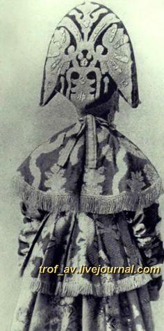 oI< Женщина в праздничном костюме центральных губерний России, начало 20 века