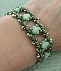 Linda's Crafty Inspirations: Bracelet of the Day: Ivy Bracelet Variation - Mint & Mauve