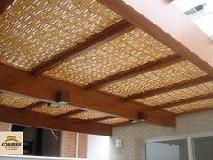 Pergolado de madeira com cobertura e forro de bambu