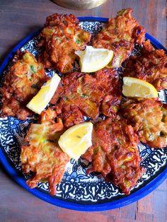 beignets de poireaux frits typiques de la cuisine juive d'Israel Beignets, Med Diet, Middle Eastern Recipes, Winter Food, Tandoori Chicken, Entrees, Israel, Main Dishes, Vegetarian Recipes
