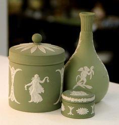 vase and trinket box*** Wedgwood Pottery, English Decor, The Potter's Wheel, Bud Vases, Trinket Boxes, Tea Set, Ceramic Art, Antiques, Tableware