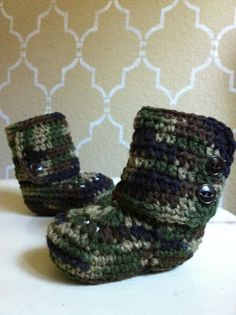 Camo crochet ugg boots. So cute!