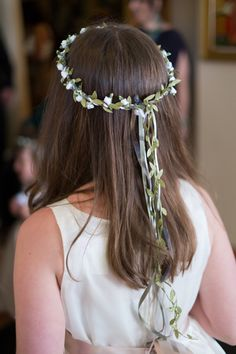 "oh i need a ""Flower Girl Crown"" for myself.  just to wear around the house.  :)   Tutorial by Sew,Mama,Sew!"